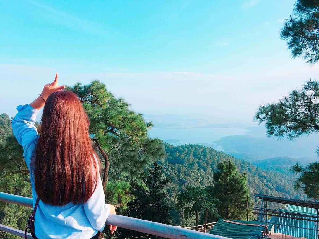 Từ chùa Hương Tích nhìn ra xa