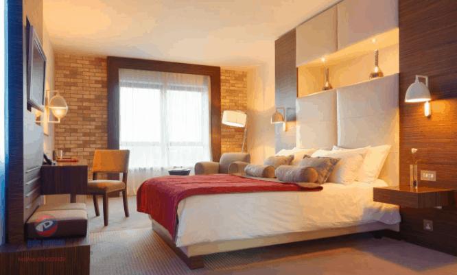 có rất nhiều khách sạn, phòng nghỉ tốt cho hai bạn lựa chọn