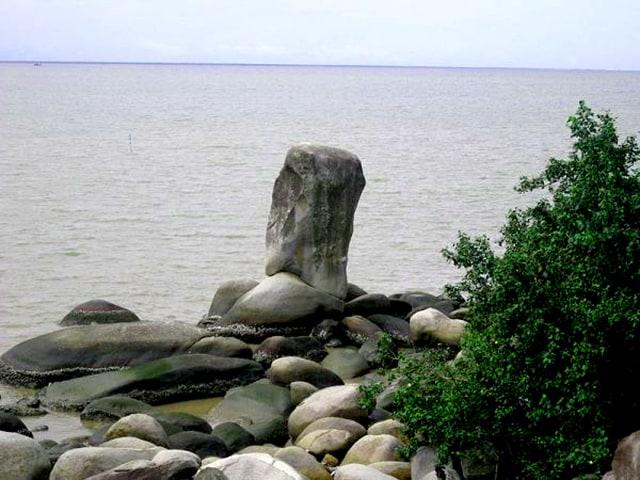 Ở mỗi góc nhìn phiến đá lại có một hình dáng khác