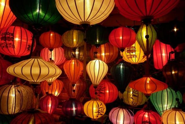 phố đèn lồng đầy sắc màu hội an