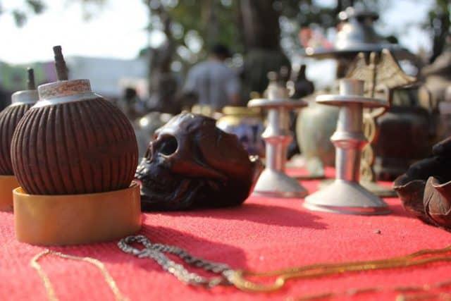 Đồ cổ độc đáo ở Chợ phiên Đà Nẵng