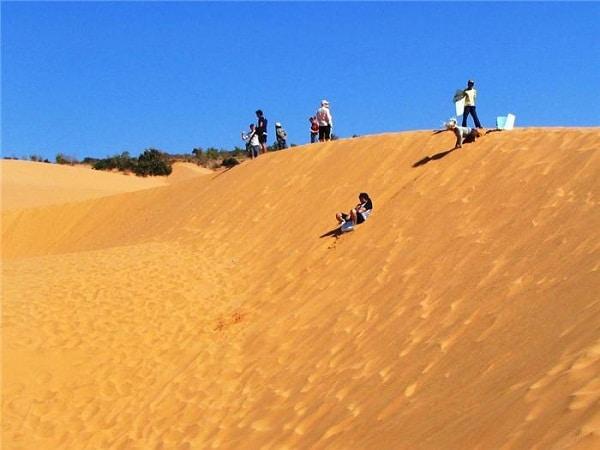 Nơi đây gần đây đã trở thành điểm trượt cát yêu thích của nhiều người (Ảnh sưu tầm)