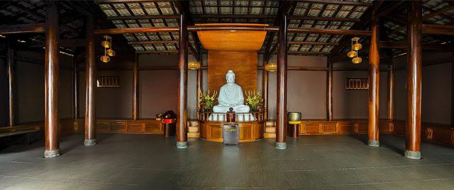 Chùa Linh Quy Pháp ẤN - Gian chùa chính đặt tượng Phật