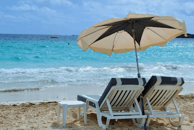 Ngồi ghế ngắm biển 30 - 4 là điều vô cùng tuyệt vời (Ảnh ST)