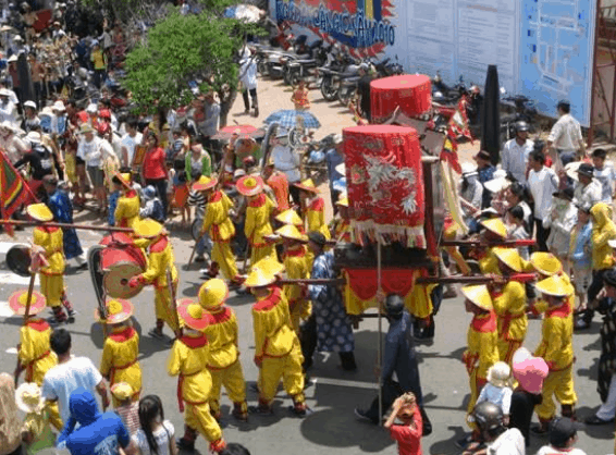 Rước trong lễ hội Nginh Ông Thủy Tướng (Ảnh ST)