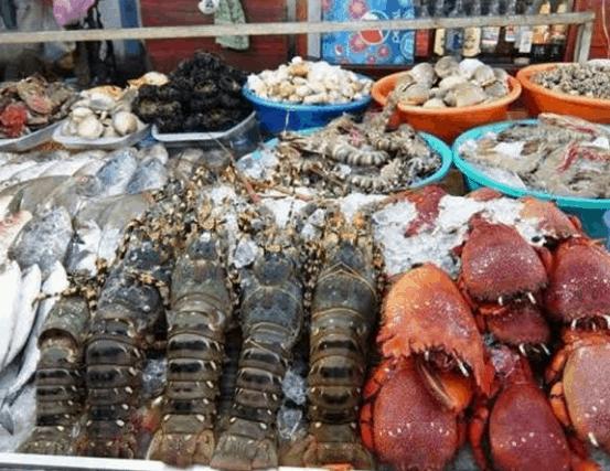 Đồ hải sản trong chợ ở Cần Giờ (Ảnh ST)
