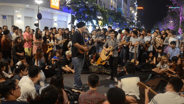 Biểu diễn nghệ thuật trên phố Nguyễn Huệ (Ảnh ST)