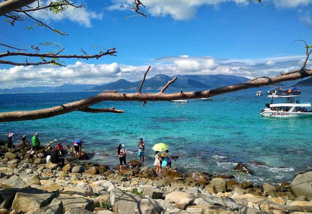 Đảo Hòn Mun sở hữu khung cảnh đẹp như tranh vẽ