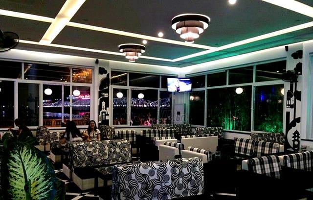Địa điểm vui chơi ở Huế - Black & white coffee