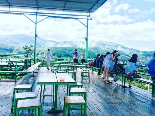 Không gian quán Mê Linh Coffee Garden ở Đà Lạt