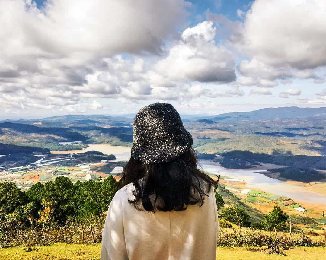 Đường đi lên đỉnh núi Langbiang