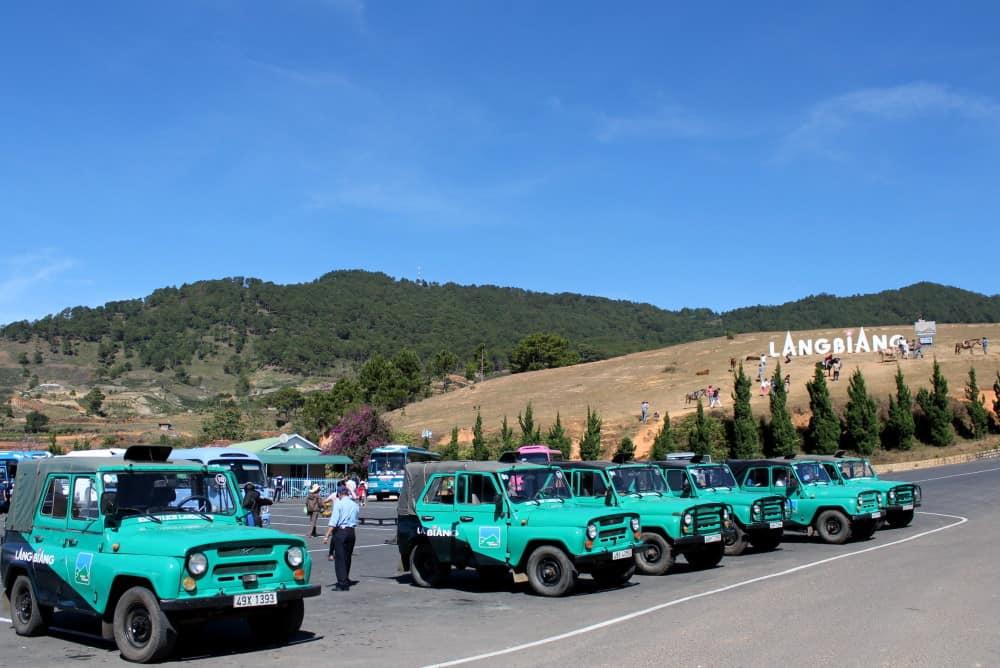 Chinh phục đỉnh Langbiang bằng xe Jeep