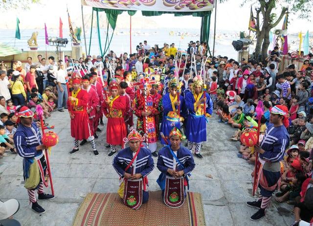 Nét đẹp văn hóa lễ hội truyền thống