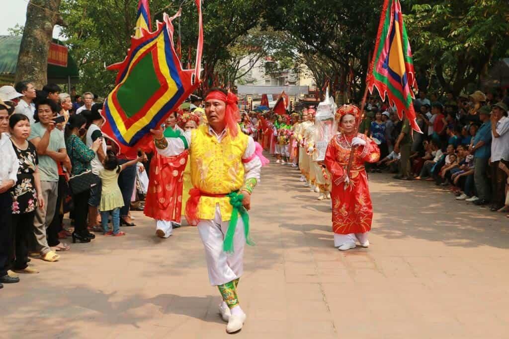 Tưng bừng lễ hội đền Đô