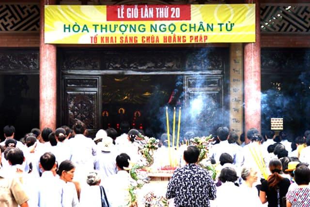 Lễ giỗ tổ thu hút nhiều khách thập phương