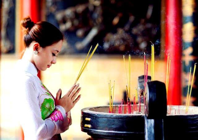 Thành kính chiêm bái đức Phật