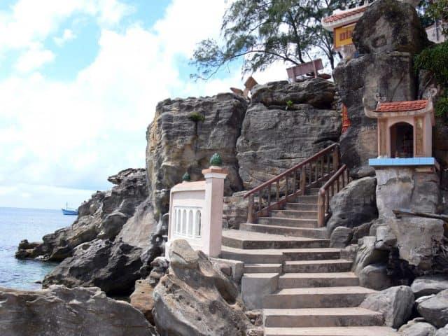 Lối lên Dinh qua 29 bậc thang