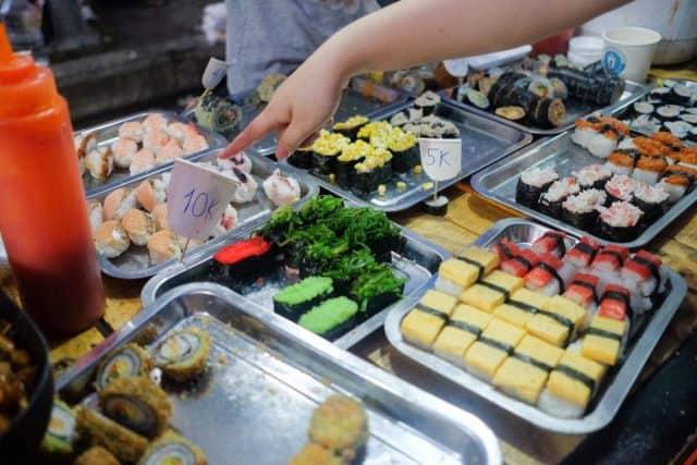 Thiên đường các món ăn vặt tại chợ phiên Đà Nẵng