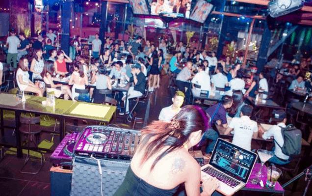 Những quán bar tại Sài Gòn lúc nào cũng đông khách tới