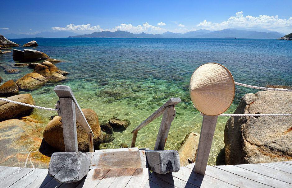 Nước biển Ninh Vân trong vắt (Ảnh ST)