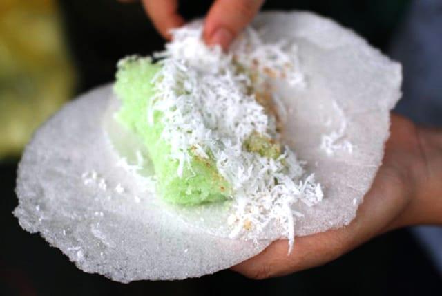 Món bánh có màu xanh lá hấp dẫn