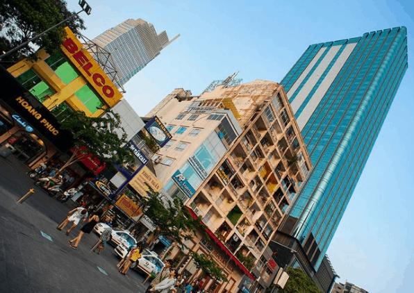 Sài Gòn nhộn nhịp trong ngày nắng (Ảnh ST)