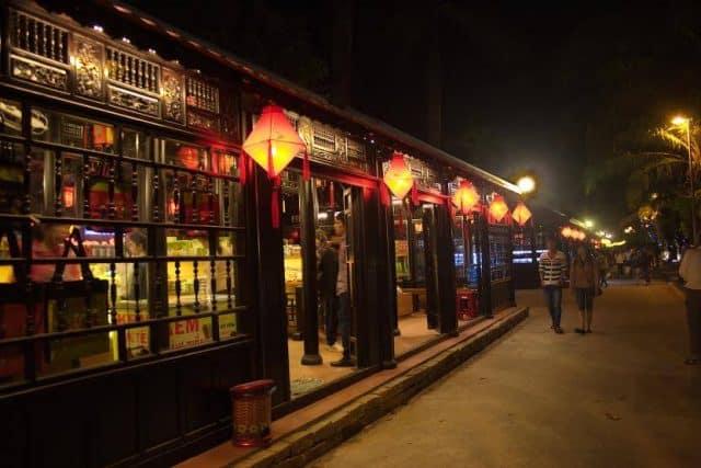 Địa điểm vui chơi ở Huế: Phố đi bộ Nguyễn Đình Chiểu