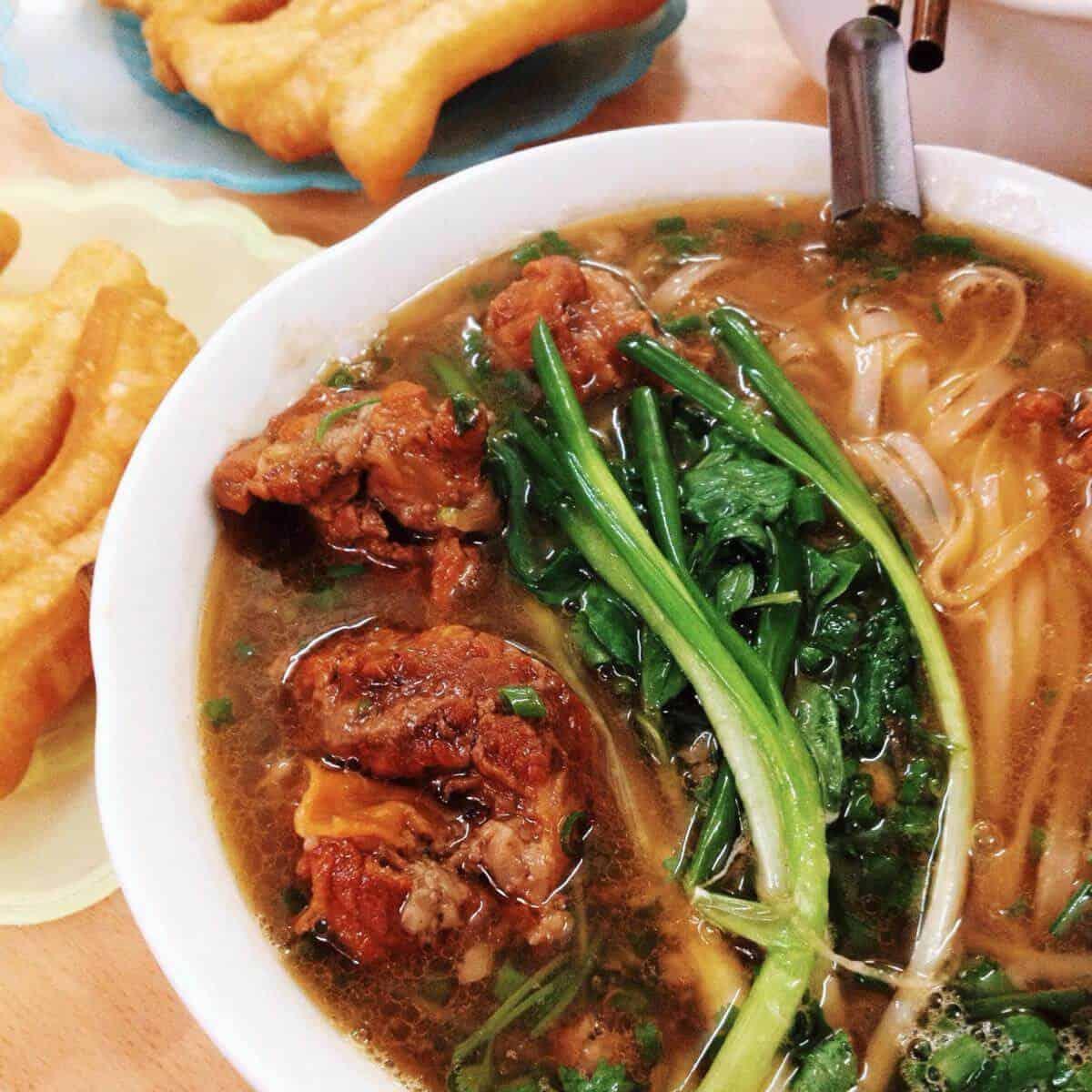 Phở sốt vang - món ăn sáng độc đáo của người Hà Nội