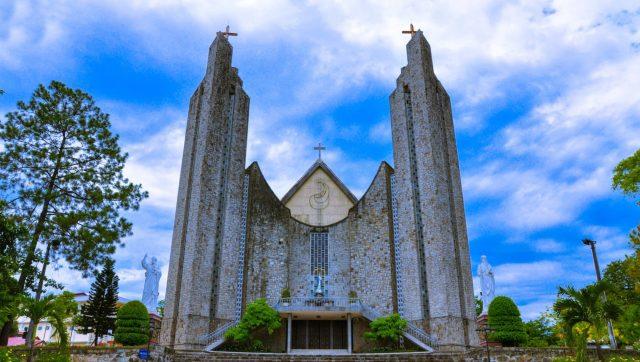 Địa điểm vui chơi ở Huế - Nhà thờ Phủ Cam