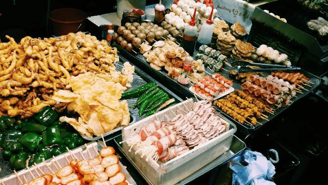 Có rất nhiều món ăn ngon tại phố ẩm thực về đêm