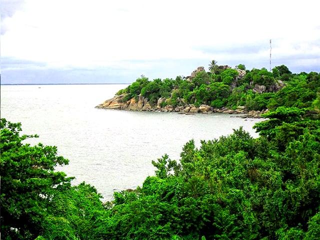 Hòn Tre vừa có biển vừa có rừng