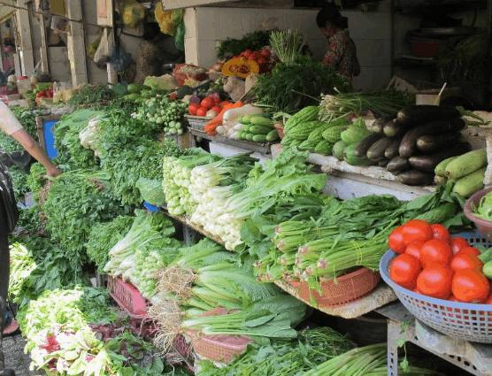Sạp rau Đà Lạt ở chợ Bến Thành (Ảnh ST)