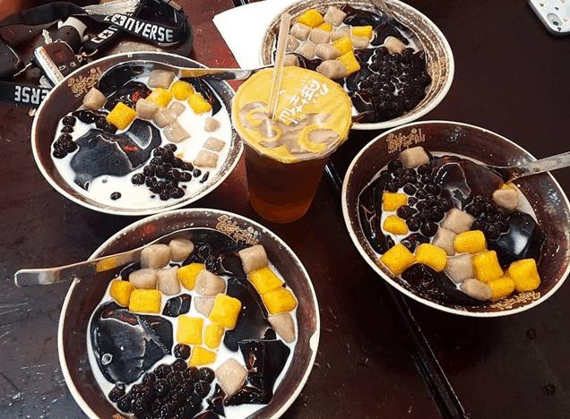 Thạch thảo mộc - lựa chọn đầu tiên cho người không biết ăn gì ở phố đi bộ Nguyễn Huệ (ảnh sưu tầm)