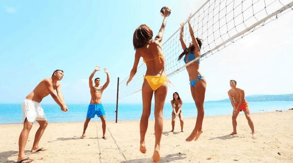 Tham gia vào các hoạt động vui chơi trên bãi biển