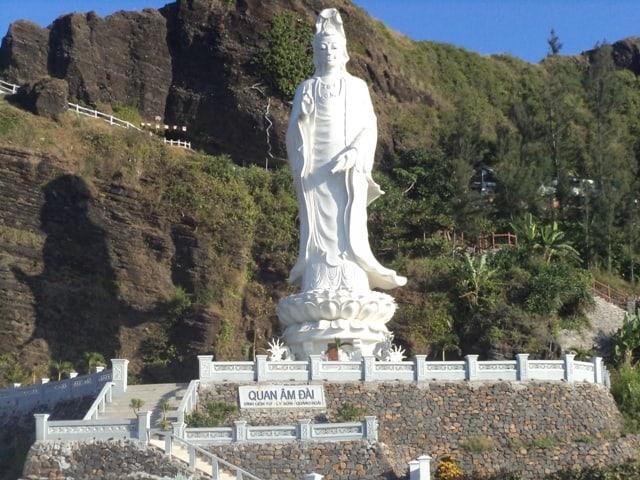 Ảnh chụp một bức tượng đài quan âm trên Thành cổ Châu Sa. (Ảnh ST)