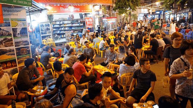 Thoải mái ăn uống xuyên màn đêm tại khu ẩm thực Sài Gòn