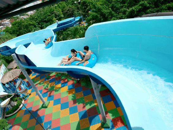Trò chơi hấp dẫn trong công viên nước Đầm Sen (Ảnh ST)