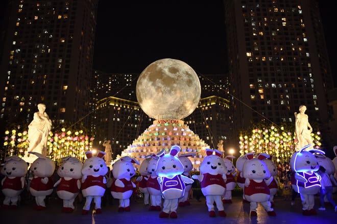 """Thỏ vincom tại công trình """"Vạn thỏ ngắm siêu trăng"""""""