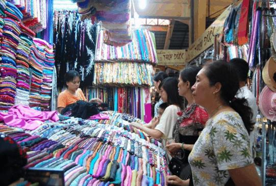 Sạp vải trong chợ Bến Thành (Ảnh ST)