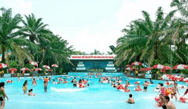 Sự đông đúc của công viên nước Đầm Sen (Ảnh ST)
