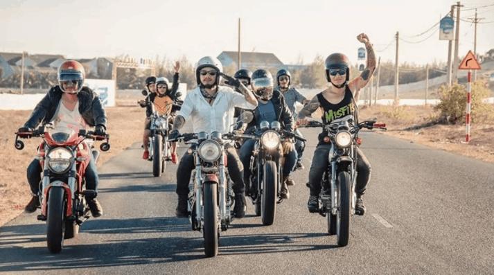 xe máy là phương tiện chính cho những chuyến du lịch gần