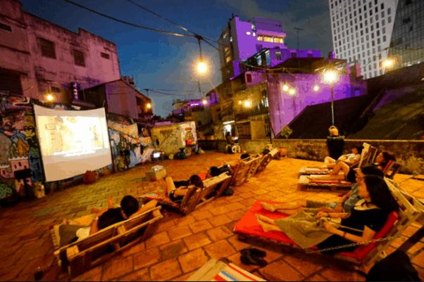 Xem phim đêm đang là xu hướng mới được nhiều người lựa chọn