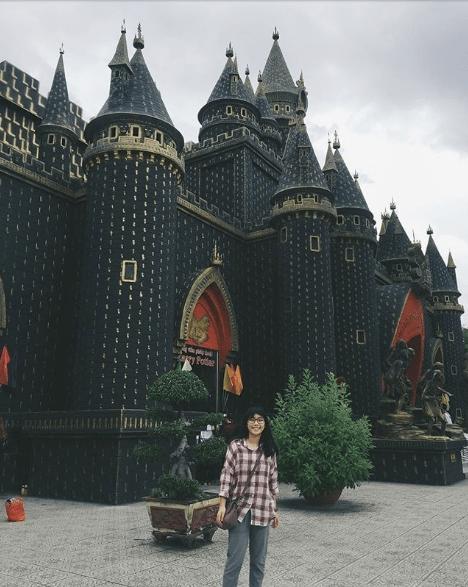 lâu đài harry potter ở suối tiên