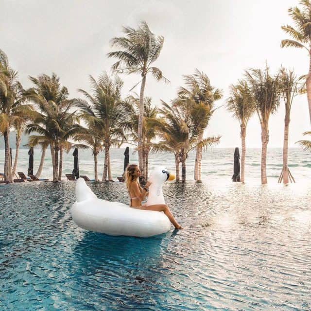 bể bơi JW Marriott Phu Quoc Emerald Bay Resort & Spa