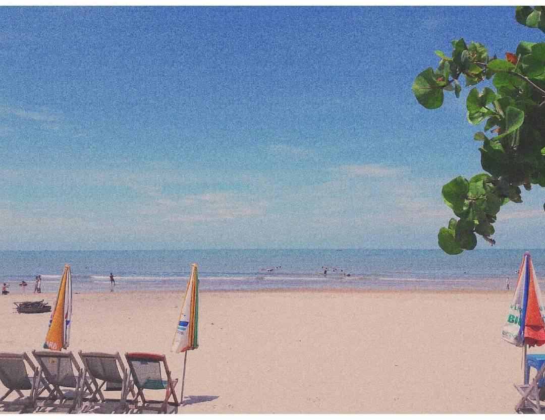 Khung cảnh bình yên bên bãi biển