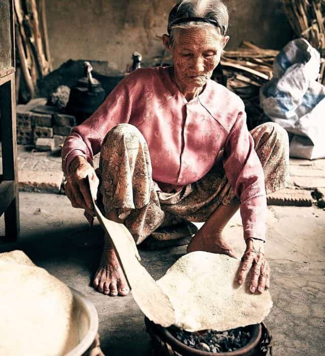 Không phân biệt độ tuổi già trẻ, tất cả vì trái tim yêu nghề và đam mê mãnh liệt của người dân Hội An (Ảnh sưu tầm)
