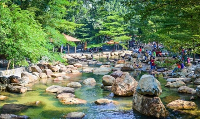 Khung cảnh thiên nhiên ở khu du lịch Thủy Châu