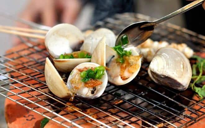 BBQ hải sản trên bãi biển với các loại hải sản tươi ngon đánh bắt trong ngày
