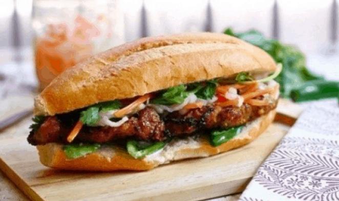 Bánh mì thịt nướng (Ảnh ST)