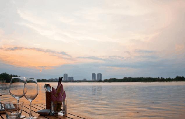 Ven sông Sài Gòn - điểm hẹn hò 20/10 lý tưởng (Ảnh ST)